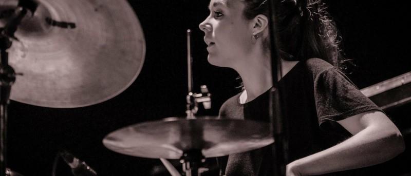 Ung svensk trommeslager og danske anmelderfavoritter giver koncert til den officielle åbning