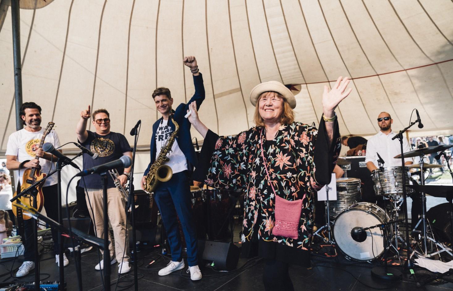 Se billederne fra Fatman Forever! – Morten Lindbergs nærmeste musikalske venner gav kærlig jazzhyldest i Kongens Have